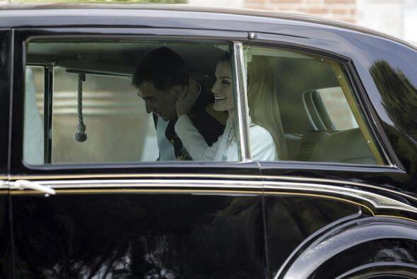 Más tarde, Felipe VI y Letizia partieron al Congreso en el mismo Rolls R...