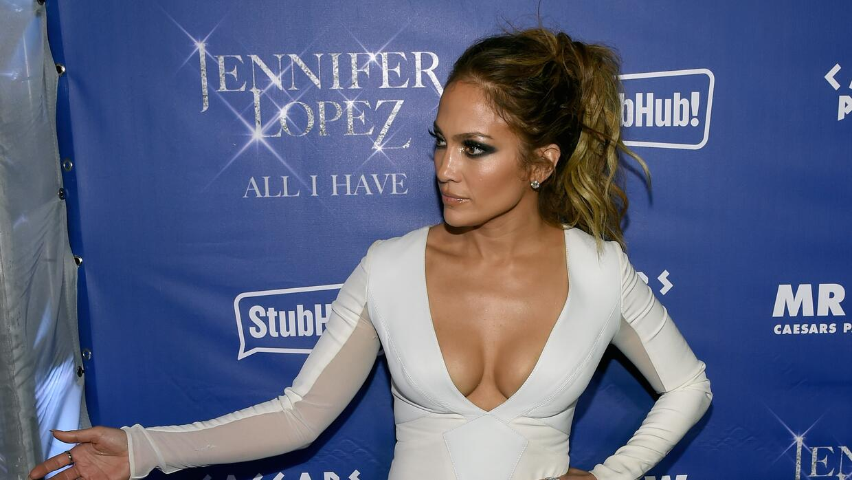 Versace ha sido una de las marcas que ha celebrado el estilo de López.