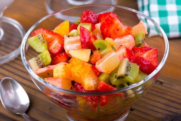 No te compliques mucho, un tazón con fruta picada puede complementar el...