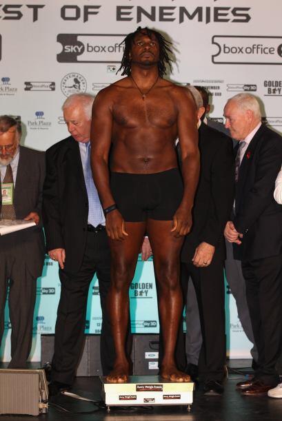 En el pesaje, Harrison marcó la báscula con 253.53 libras.