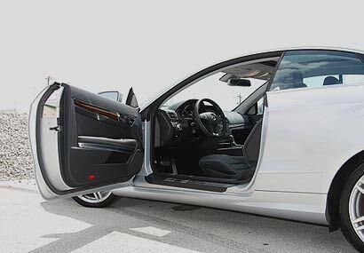 Por dentro el E550 muestra todas sus cualidades de auto de lujo.