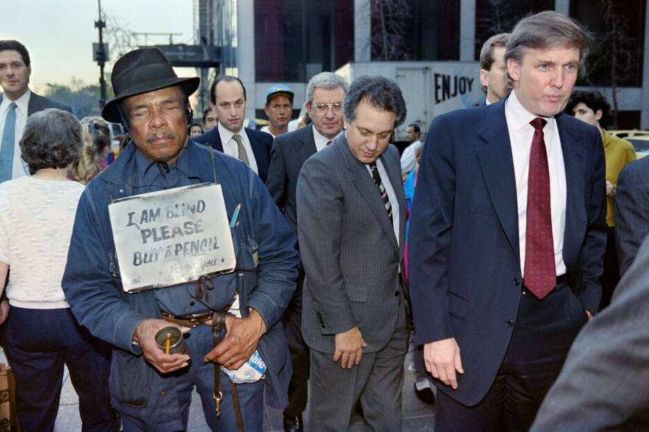 En 1991, Trump anuncia que el Taj Mahal Casino entra a bancarrota, una m...