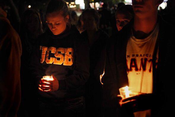 Al menos cinco mil estudiantes se reunieron en el campus de la Universid...