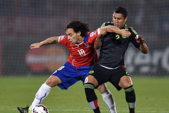 2.- Julio C. Domínguez- El defensor mexicano cumplió con lo justo ante l...