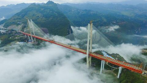 China construye el puente colgante más alto del mundo: 1,800 pies de altura