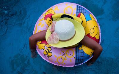 A partir de este jueves comienzan a funcionar las piscinas públicas en l...