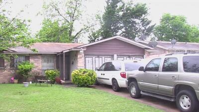 Un hombre hispano fue baleado mortalmente frente a su casa en Dallas