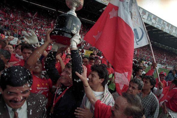 Nuevamente Toluca se alzó con el título al vencer en penales al Atlas, y...