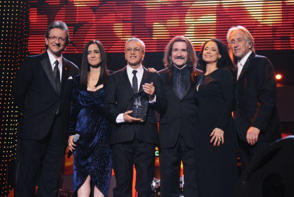 En esta fotografía: Gabriel Abaroa Jr., Julieta Venegas, Caetano Veloso,...