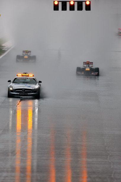 La lluvia fue el peor enemigo para los dos pilotos de la escudería Red B...