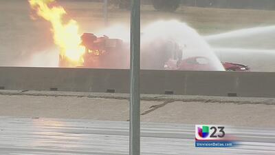 Camión de gas volcado causa caos vial