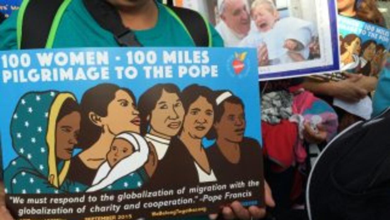 Madres buscan hablar con el Papa