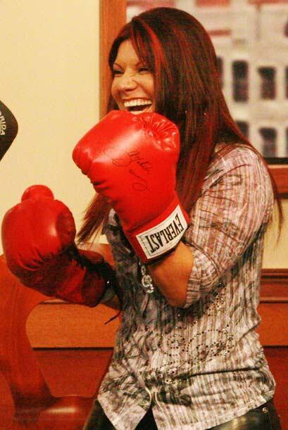 Tras el momento cómico Diana regresa a su posición de boxeadora profesio...