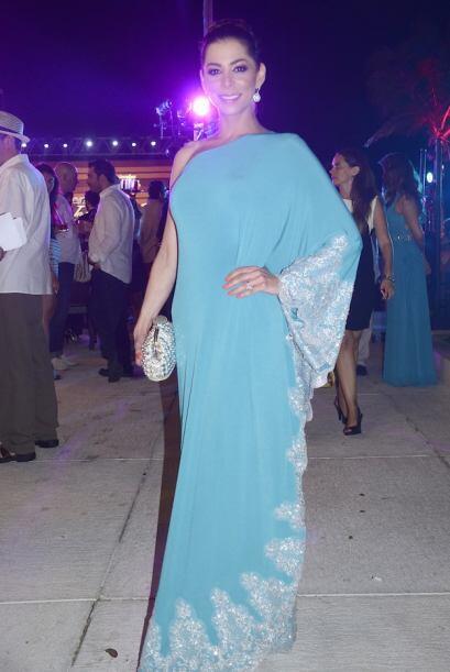 Lourdes Stephen nos dejó boquiabiertos con este traje.