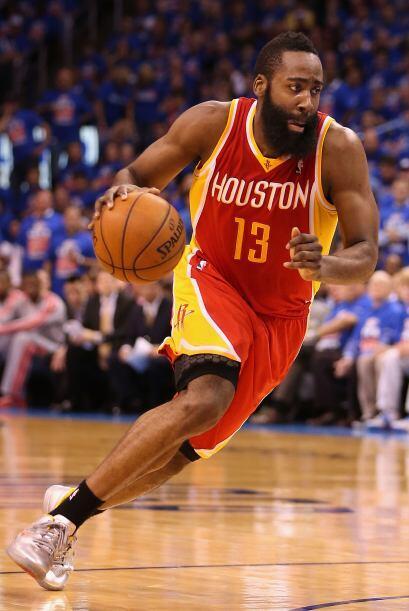 James  Harden porta el jersey de los Houston Rockets. Posición: delantero.