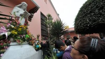 Miles de peruanos festejaron a Santa Rosa De Lima.