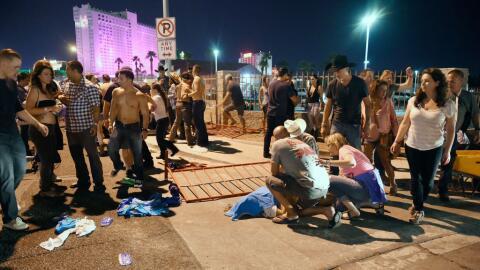 La gente tendió a los heridos afuera del festival de músic...
