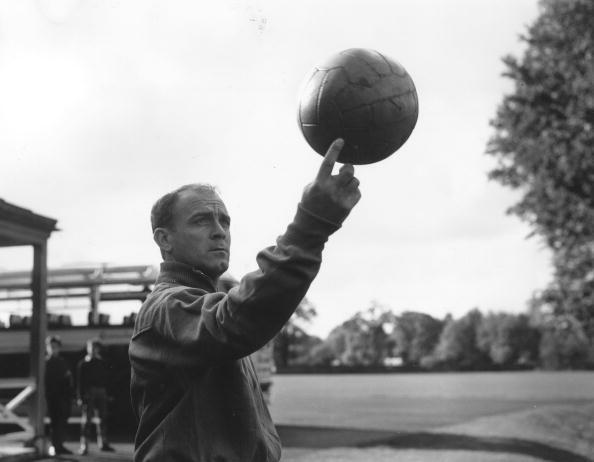 Alfredo di Stéfano es considerado uno de los mejores jugadores en la his...