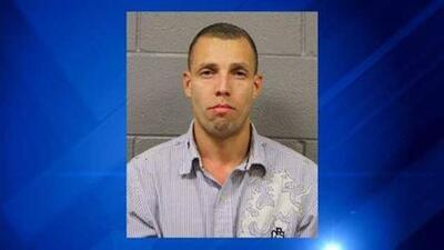 La policía pide que si ve a Jesse Vega llame de inmediato al 911.
