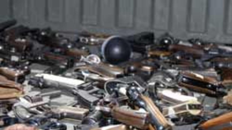 Mexicanos canjean armas por dinero 07ca0f6df8f54bd5853876e10af56cc1.jpg