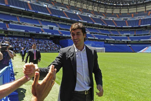 Raúl salió a a agradecer el apoyo de tantos y tantos aficionados que se...