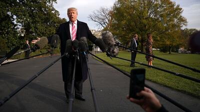 Donald Trump se enfrenta constantemente a los medios de comunicación con...