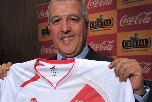 Perú tiene como técnico a Gustavo Ferrín, quien aseguró que su equipó es...