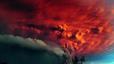 La erupción del vocán Cordón Caulle comenzó poco después de las 15:30 ho...