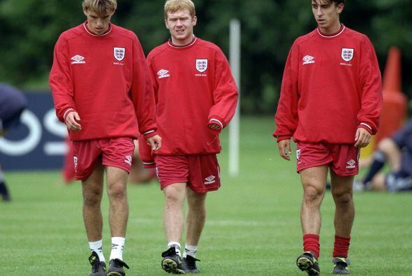 Gary es un asistente con la selección inglesa, Phil ya cuenta con su cer...