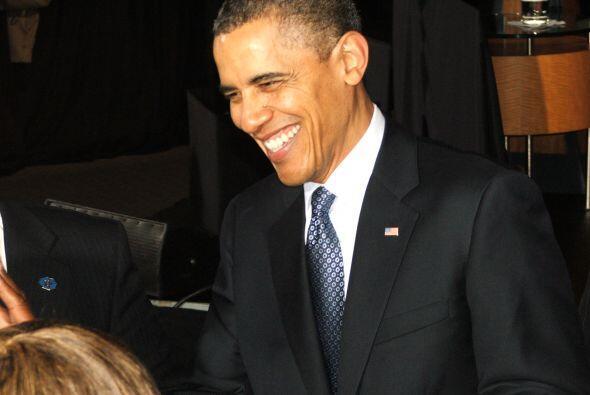 Una vez terminado su discurso, el presidente se despidió de todos con mu...