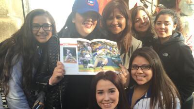 Cientos de fans hacen fila para conocer a Javier Báez