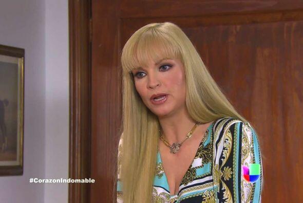 Raiza intriga a Alejandro y le dice que no puede darle el poder a María...