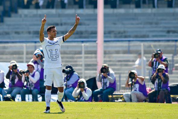 Daniel Ludueña bombeó el balón para servirlo a Ismael Sosa, quien defini...
