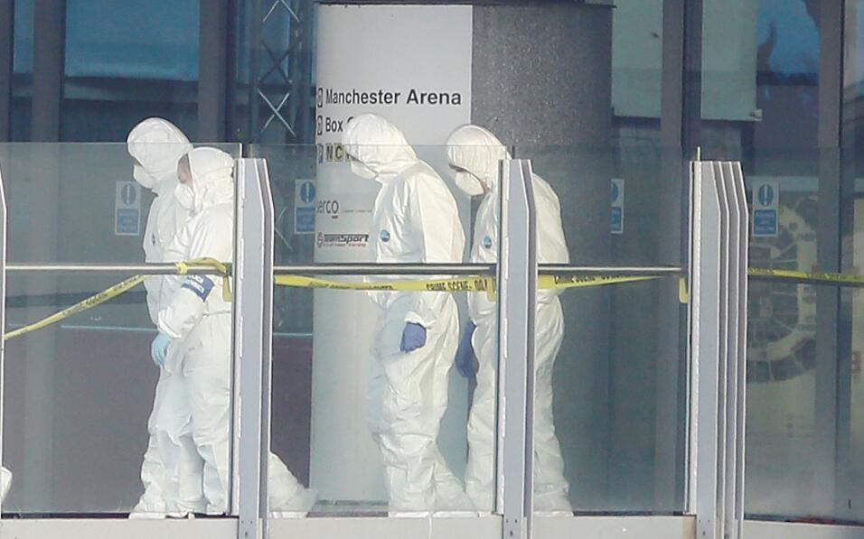 Forenses recogen evidencias en el Manchester Arena