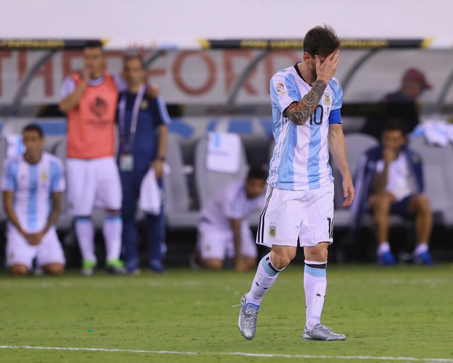 Messi y Suárez mantienen al Barcelona al acecho del Madrid GettyImages-5...