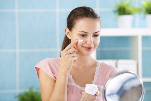 Además si usas una crema hidratante para tu tipo de cutis y con factor d...