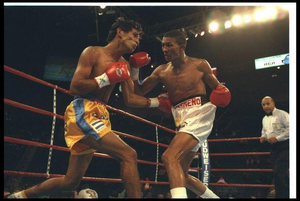 Antonio Cermeño se hizo campeón al destronar a Wilfredo Vázquez en 1995,...