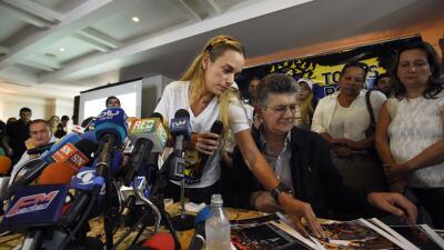 Oposición muestra fotos de los ataques a actos de campaña