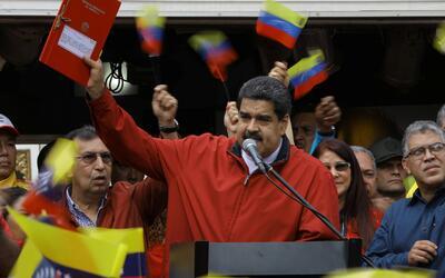 """Simpatizantes de Maduro respaldan en las calles una """"Constituyente por l..."""