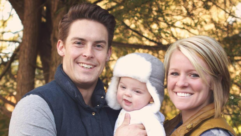 Amanda Taylor junto a su esposo y su primer hijo
