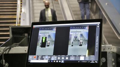 Metro de Los Ángeles estrena sistema de escaneo de pasajeros para detectar armas y explosivos
