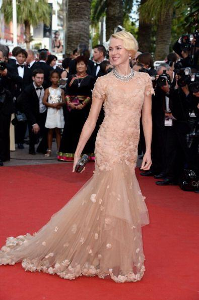 Naomi Watts no se aventuró tanto pero igualmente lució espectacular esta...