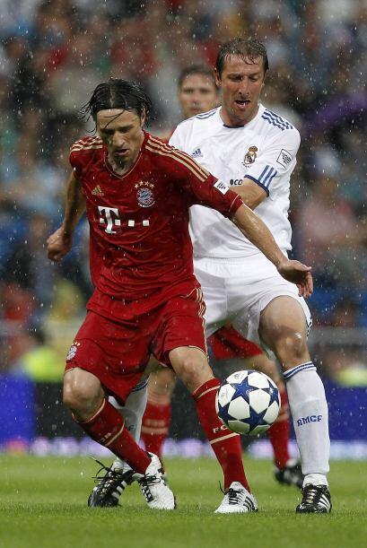 Niko Kovac, croata de buen toque, aparece al lado de Luis Ramis.
