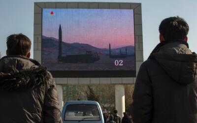 Las pruebas de misiles de Corea del Norte este mes llevaron a Tillerson...