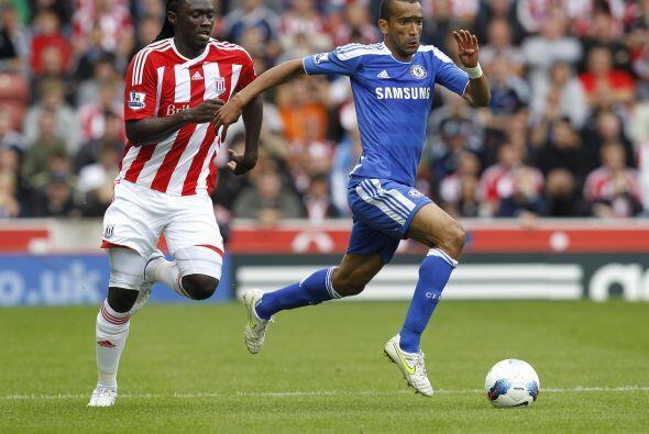 Chelsea no encontraba el modo de tirar la muralla del Stoke.