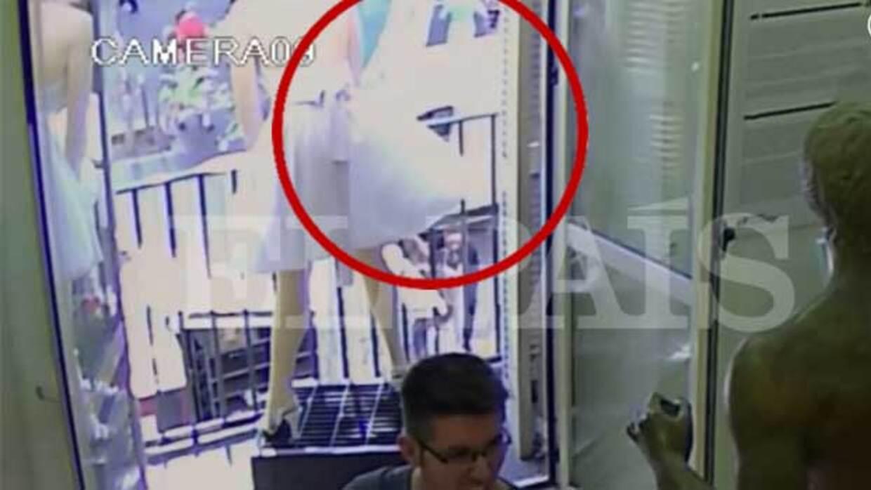 Primeras imágenes que muestran el paso de la camioneta del atentado de B...