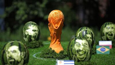 Mundial con cara de fruta: los rostros de los cracks plasmados en un arte inesperado
