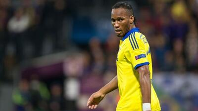 Didier Drogba lamenta el resultado que sacaron de Eslovenia.