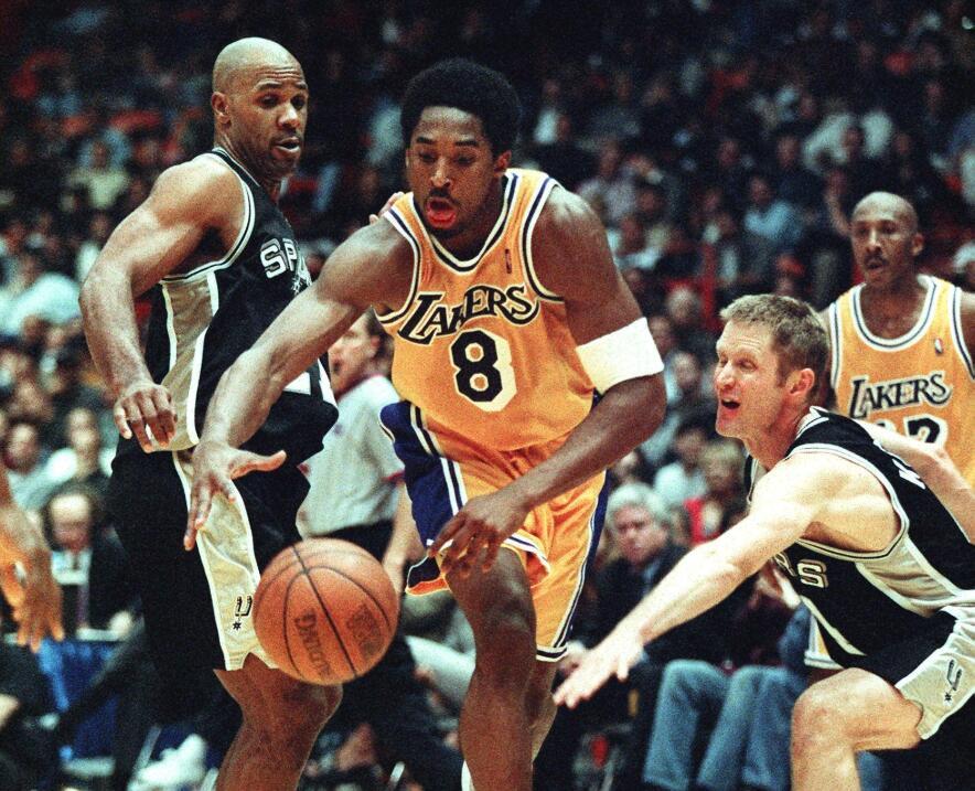 Kobe llevó a los Lakers a ganar varios títulos.