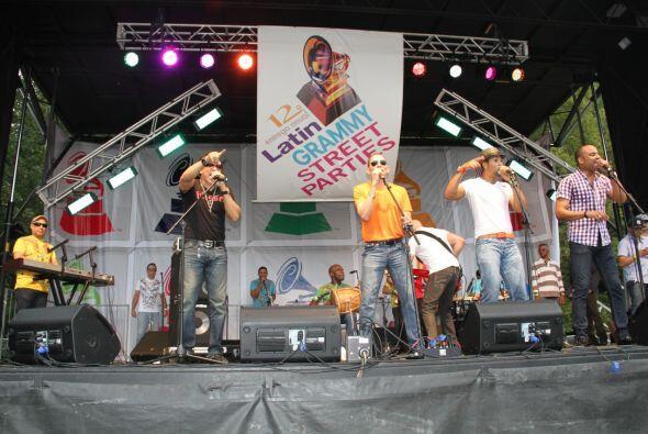 Los Rosario en El Latin Grammy® Street Party 7d17ccc541e848c1b3d4998c705...